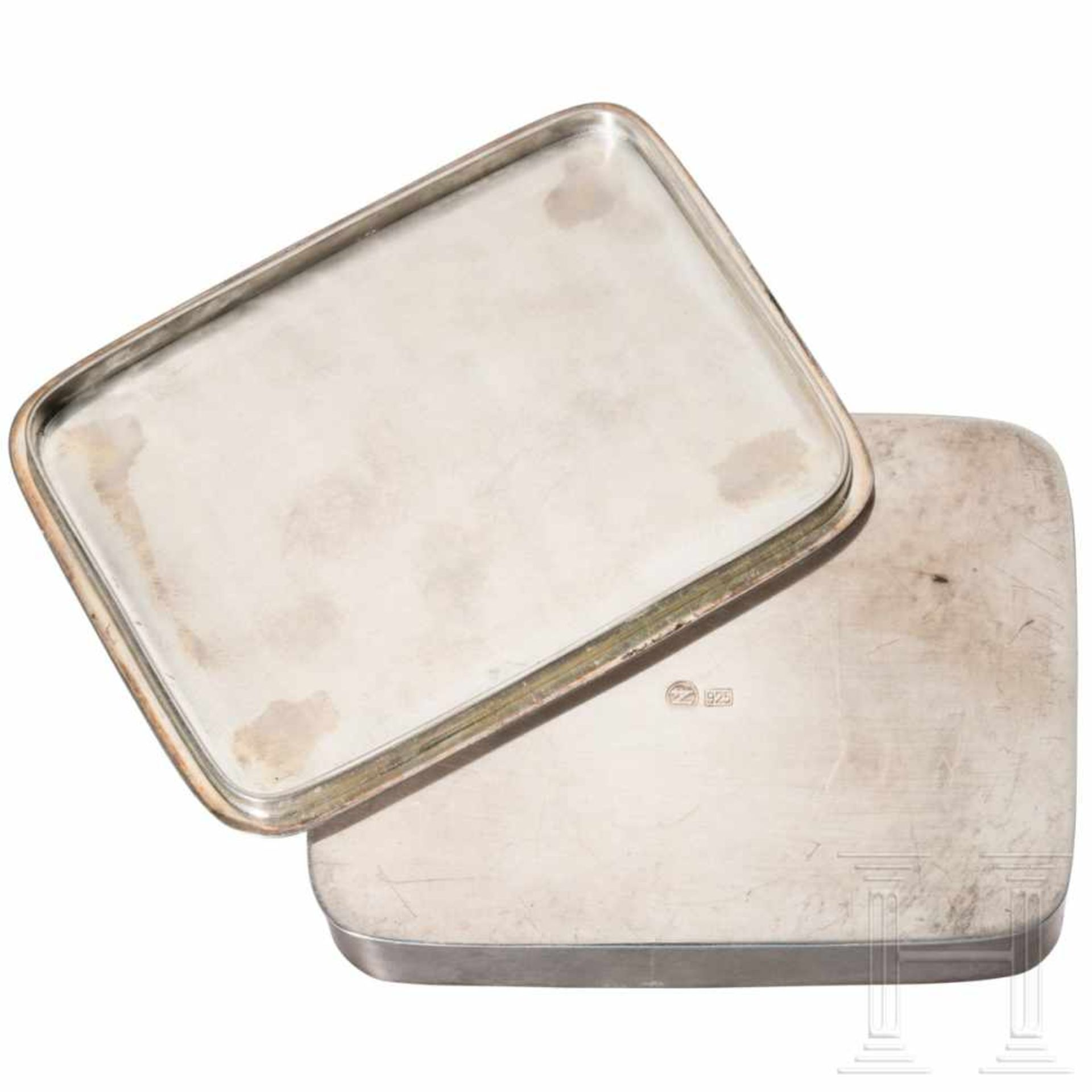 Los 6047 - Edda Göring - silver lidded box on the occasion of Eddas birth on 2 June 1938Silberne Deckeldose mit