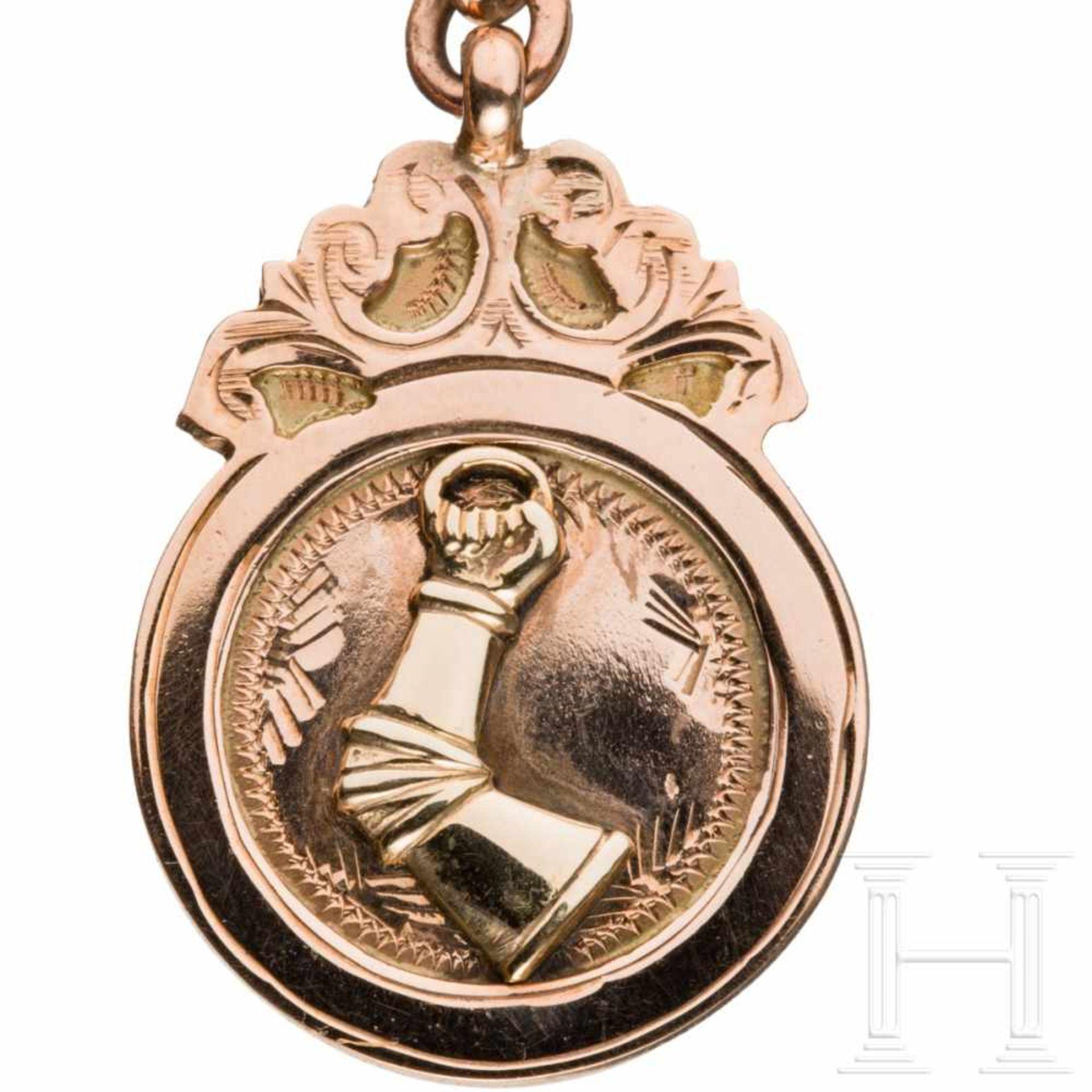 Los 6044 - A gold watch chain with the coat of arms of Hermann GoeringRotgoldene Panzerkette mit Karabinerhaken