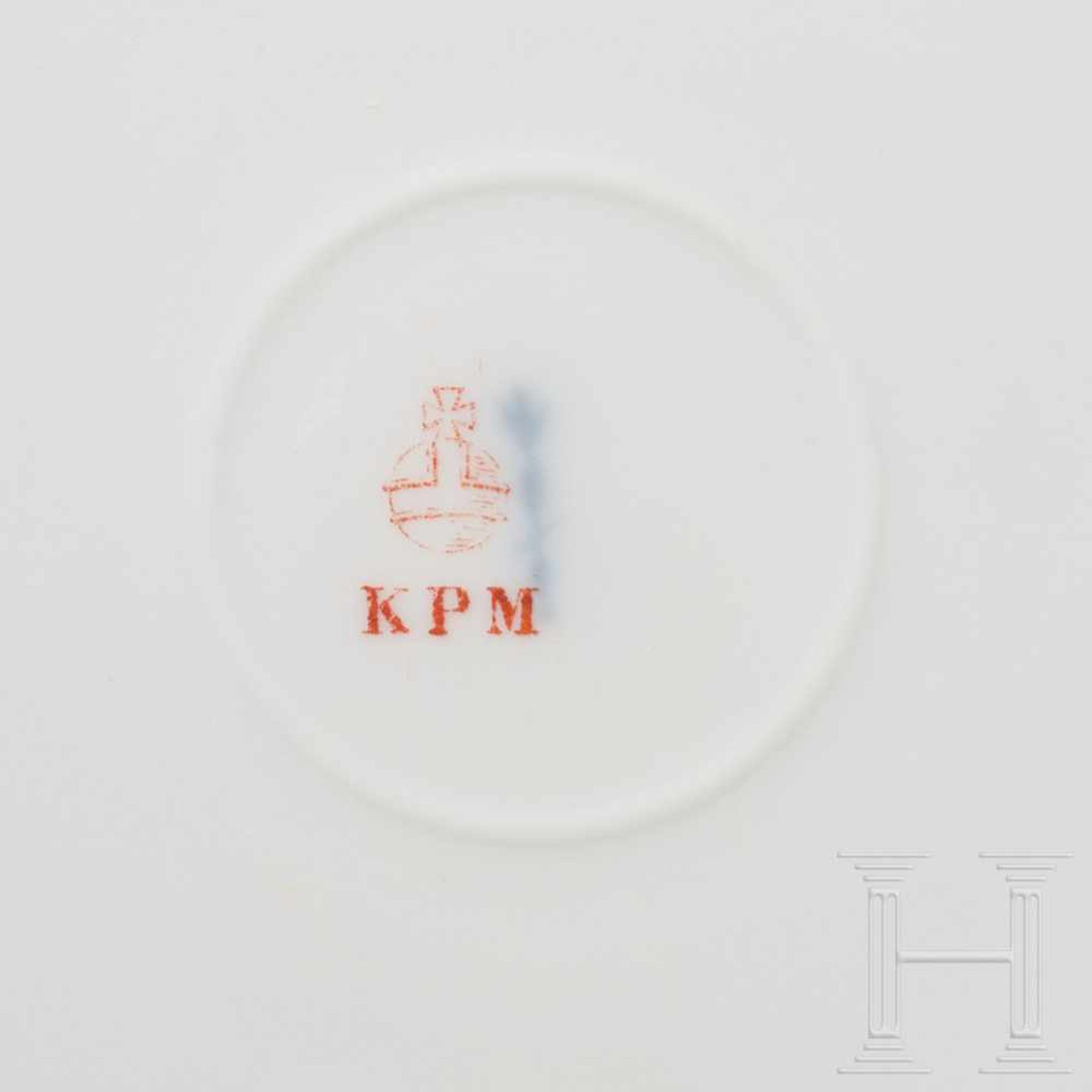 Los 6038 - Hermann Göring - two dinner plates from his KPM dining serviceWeißes, glasiertes Porzellan mit