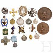 20 russische Abzeichen und Medaillen als Sammleranfertigungen