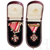 Zwei Militärverdienstkreuze im Etui