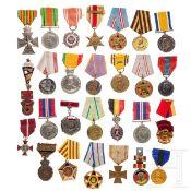 Ca. 200 Orden/Abzeichen aus aller Welt