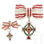 Ehrenzeichen 2. Klasse des österreichischen Roten Kreuzes mit Kriegsdekoration, mit Miniatur, je
