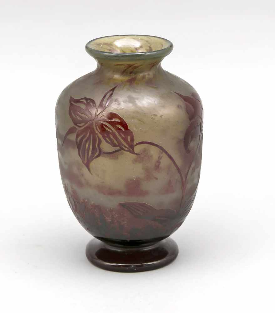 Lot 3041 - Vase, France, around 1900, Daum, Nancy, round base, body with widening wall, retracted in