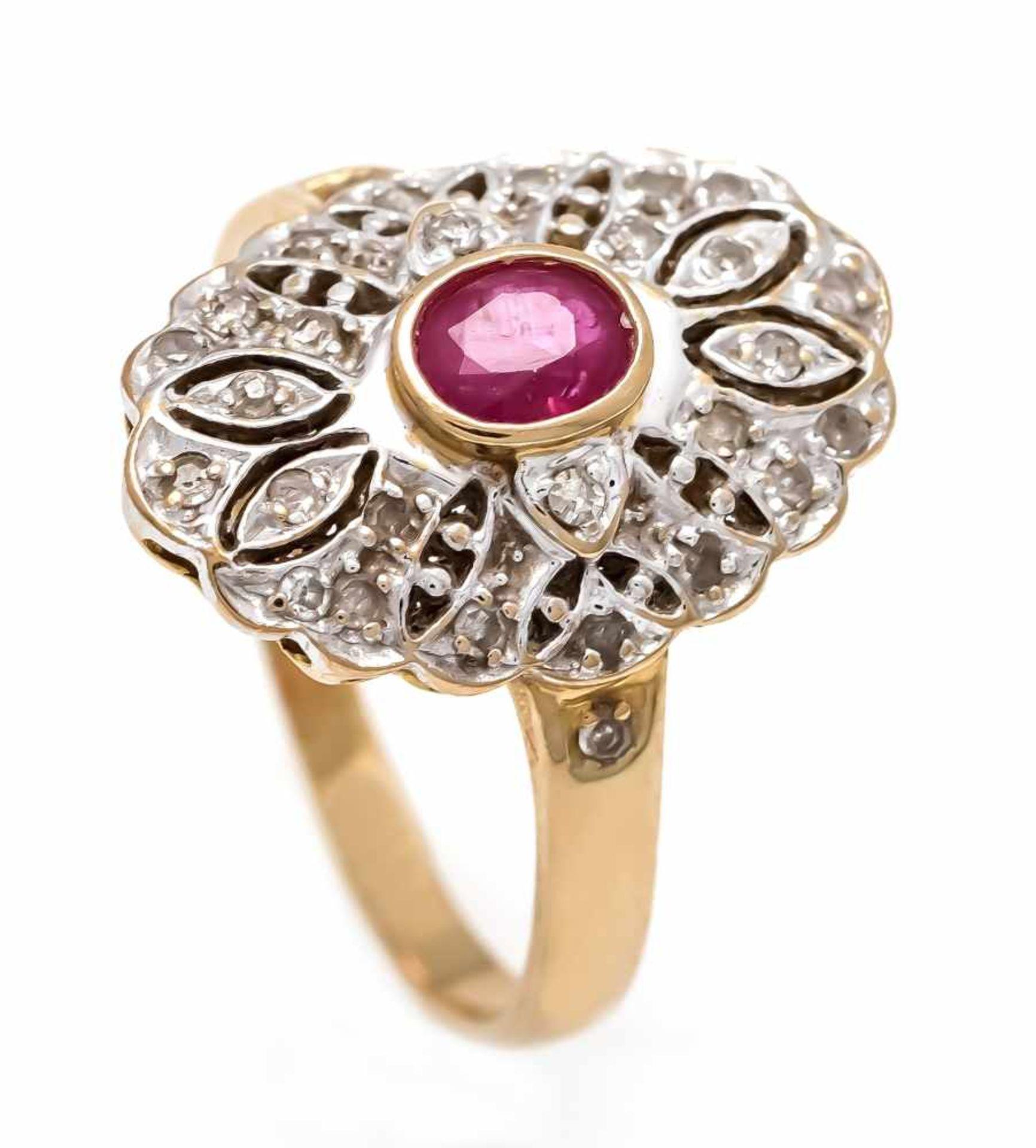 Rubin-Diamant-Ring GG/WG 585/000 mit einem feinen oval fac. Rubin 4 x 3 mm in guter Farbeund