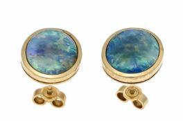 Opal-Ohrstecker GG 585/000 mit je einer Opal-Triplette 11 x 9 mm mit gutem Farbenspiel, L.13,5 mm,