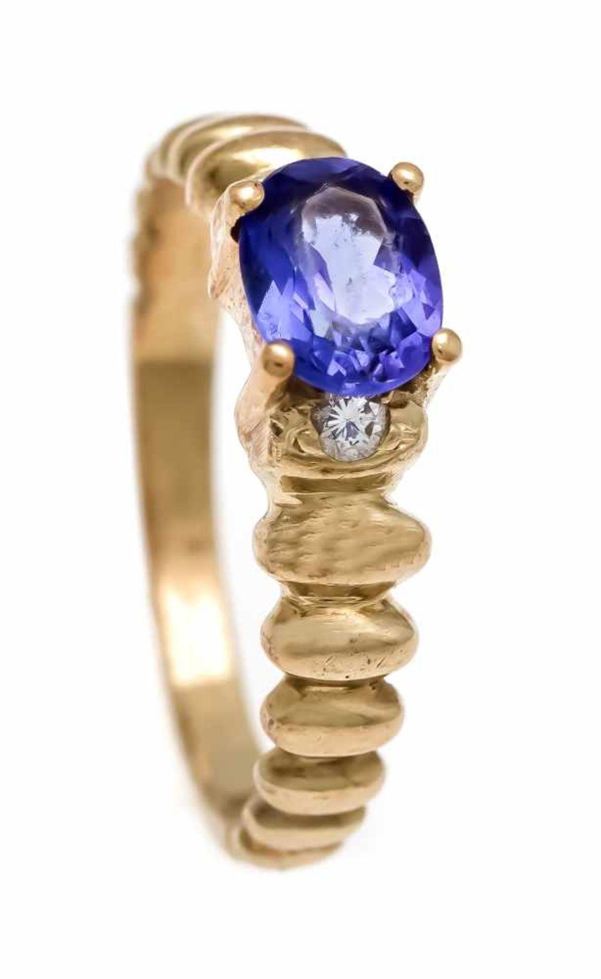 Ring GG 585/000 mit oval tansanitfarbigem 7 mm und rund fac. weißen 1 mm Schmucksteinen,RG 55, 3,9
