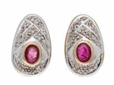 Rubin-Diamant-Ohrstecker GG/WG 585/000 mit je einem oval fac. Rubin 4 x 3 mm undDiamanten, L. 16 mm,