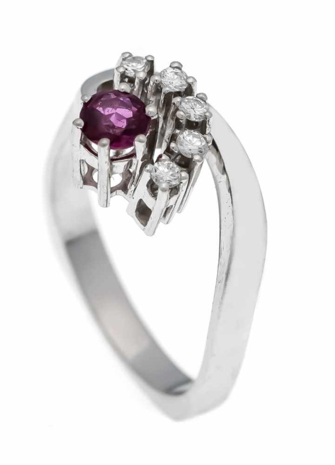 Rubin-Brillant-Ring WG 585/000 mit einem rund fac. Rubin 3 mm und 5 Brillanten, zus. 0,20ct W/VS-SI,