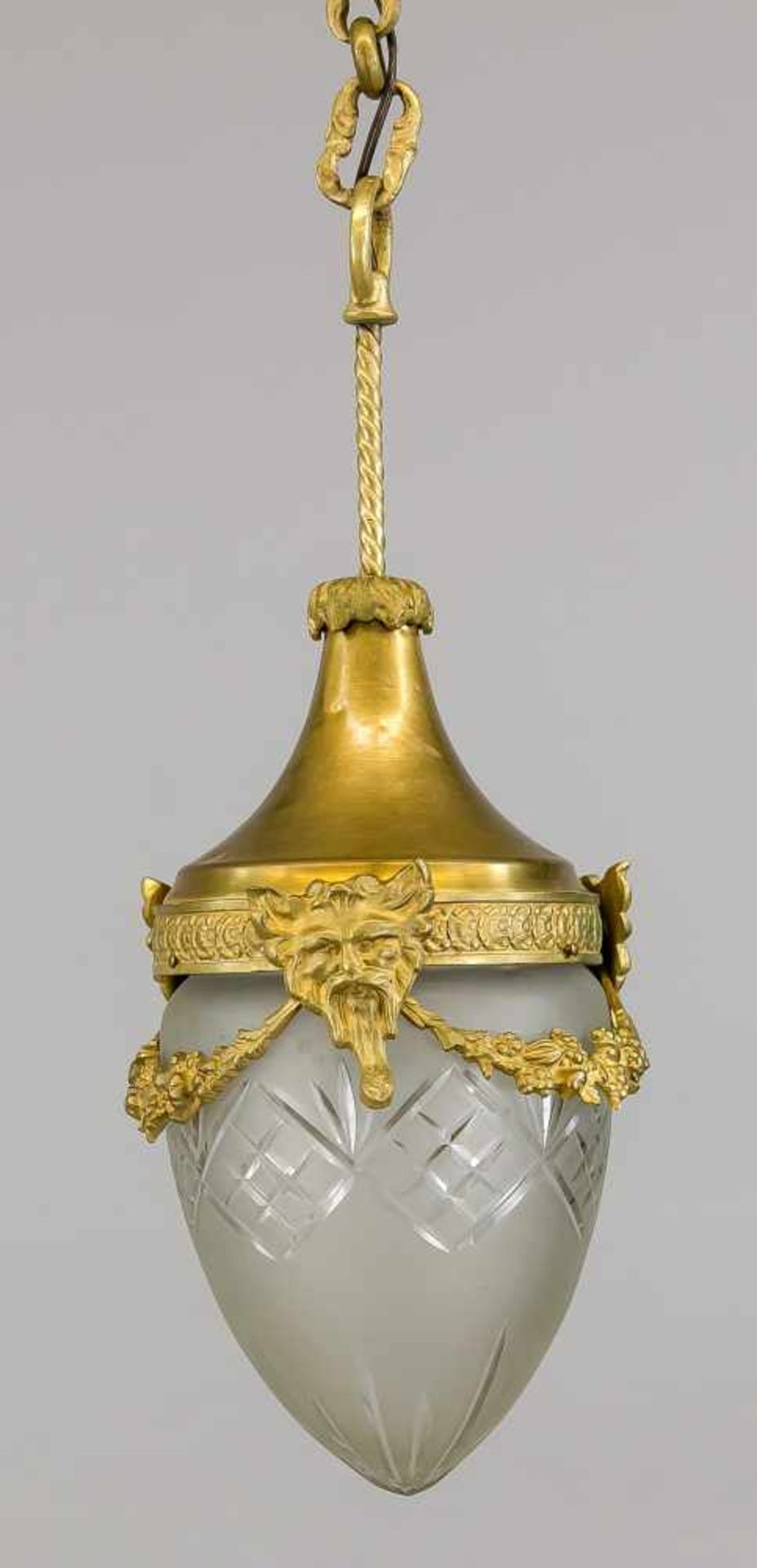 Deckenlampe, Ende 19. Jh., Bronze mit Restvergoldung. Fassung mit Maskarons und Girlande