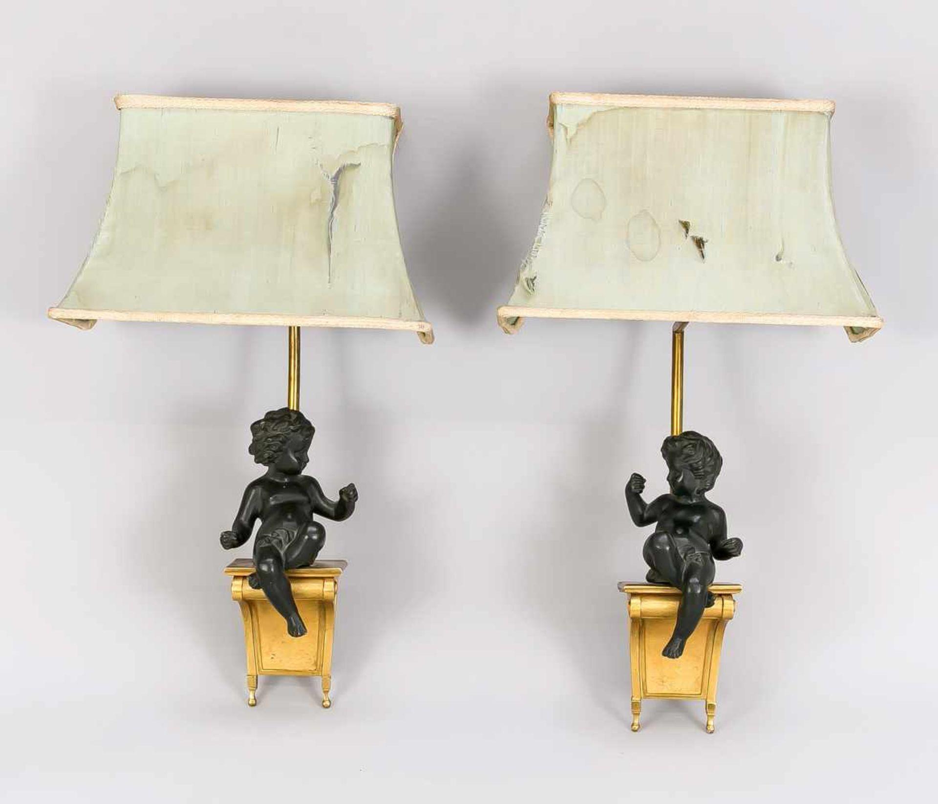 Paar figürliche Wandleuchter, 1. H. 20. Jh., Bronze, Messing. Knabe auf vergoldeter