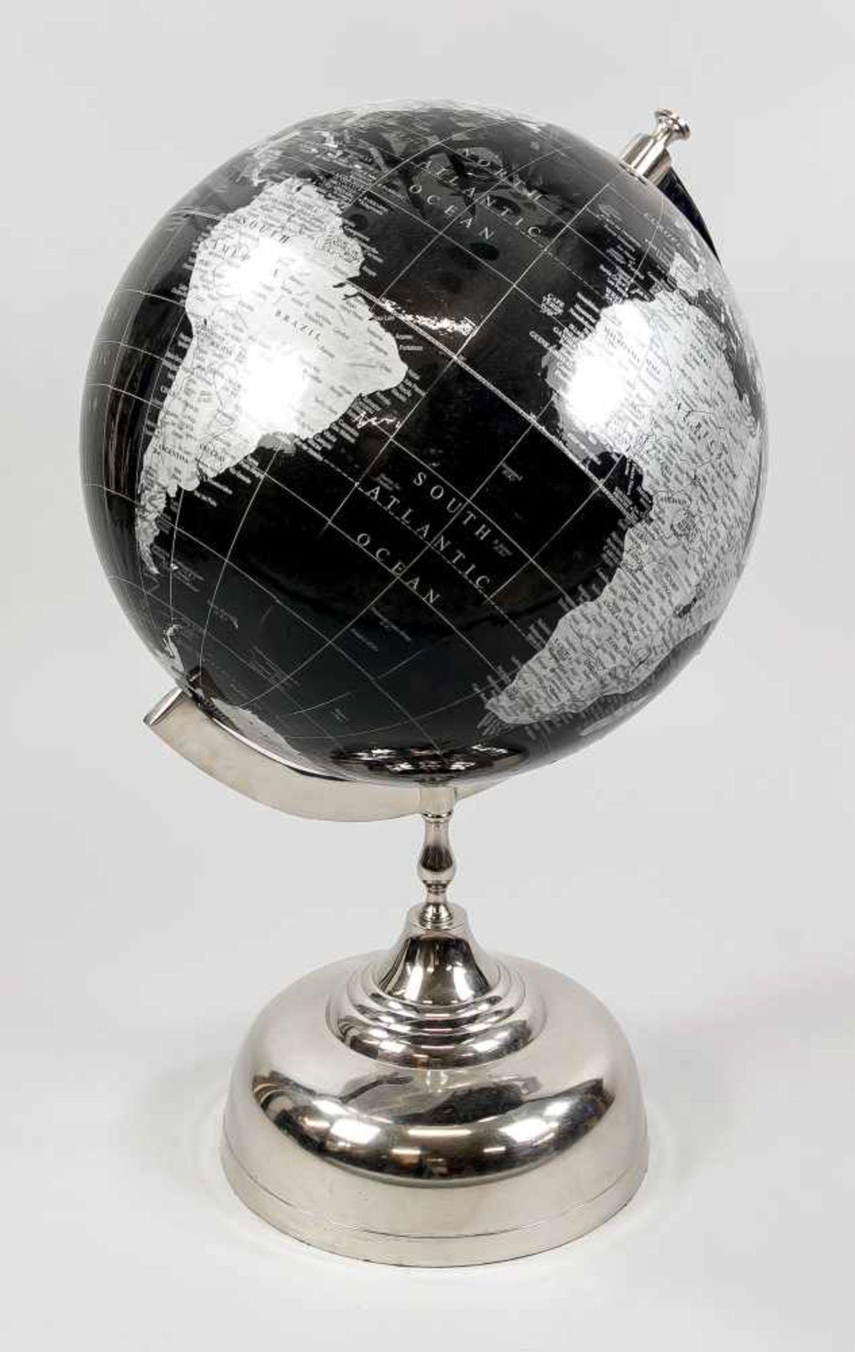 Großer Globus, 20. Jh., Metallfuß und Halterung verchromt, Globus in Grau und Schwarz,