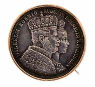 Münz-Brosche vergoldet, Krönungstaler 1861 König Wilhelm und Königin Augusta, D. 34 mm,