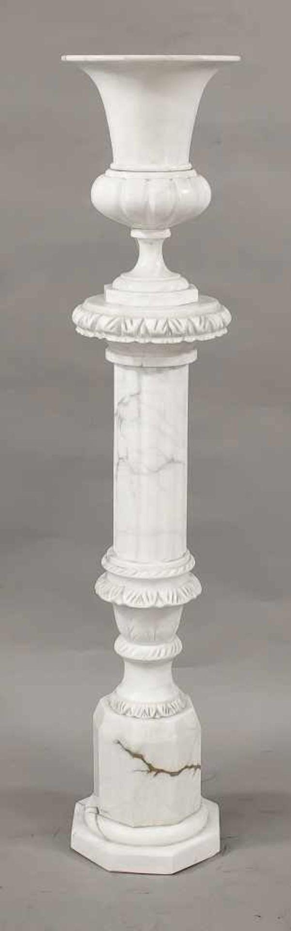 Vasenlampe auf Säulenpostament, Mitte 20. Jh., Marmor. Oktogonales Postament auf