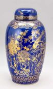 Deckelvase, China, 19. Jh., leicht geschulterte Form mit Deckel. Monochrome, Pulver-blaue