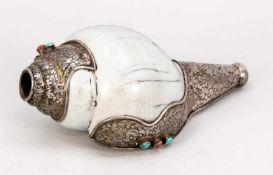 Dungkar/Muschelhorn, Tibet, 19. Jh. Große, crèmeweiße Muschelschnecke mit ornamental