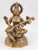 4-armige Lautenspielerin, Indien, 20. Jh. Vierarmige Frauengestalt mit Saiteninstrument