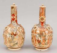 Paar Satsuma-Vasen, Japan, Anfang 20. Jh. Bauchige, leicht geschulterte Form mit