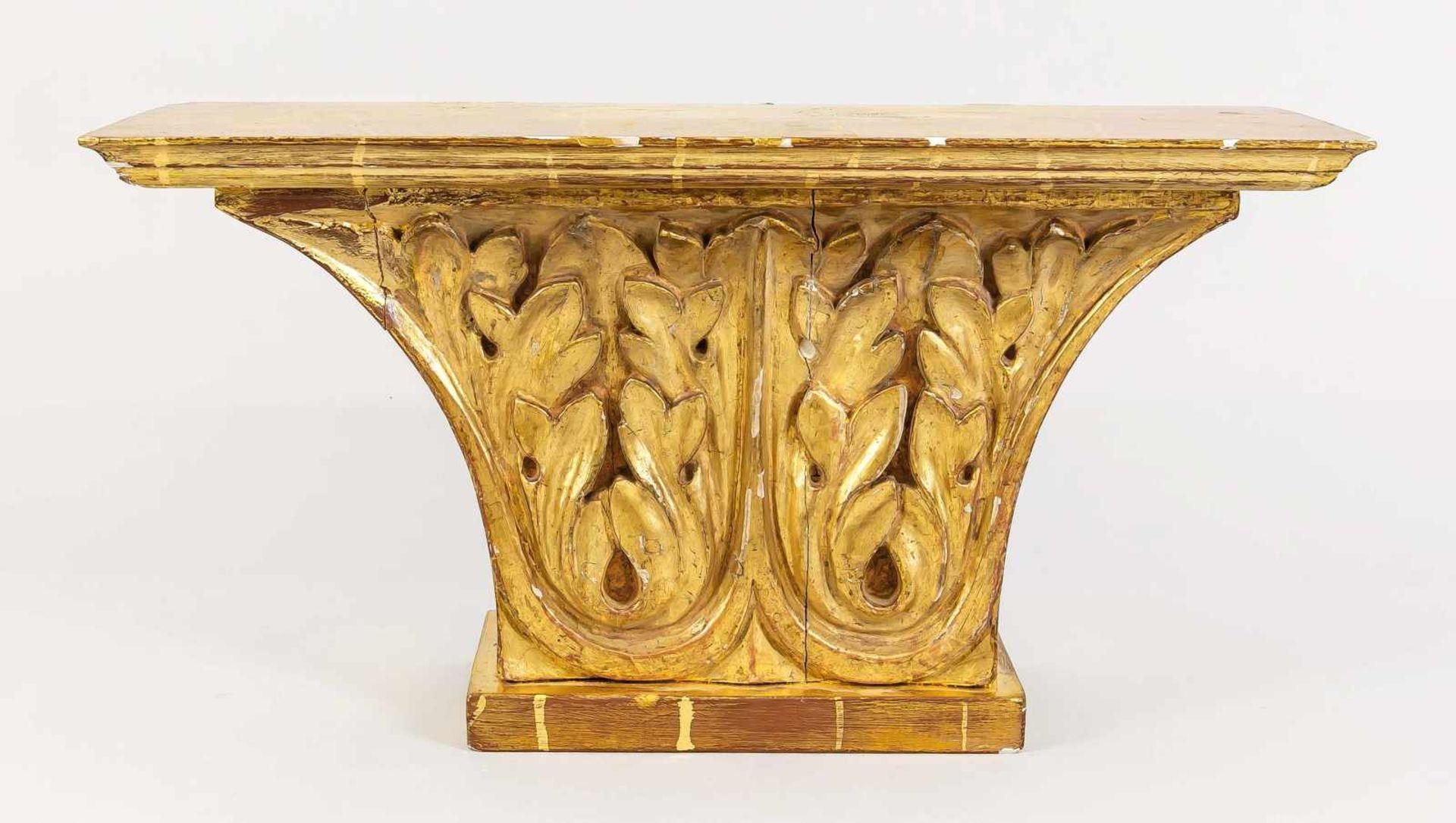 Wandkonsole/Kapitell, 19. Jh., Holz, massivholz, vergoldet. Die Front mit Akanthusrelief
