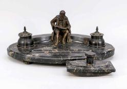 Großer Schreibtischaufsatz, Ende 19. Jh., schwarzer Marmor und Bronze. Ovale, gekehlte