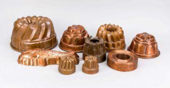 9 historische Backformen, Ende 19. Jh., Kupfer, partiell verzinnt. überwiegend Gugelhupf,