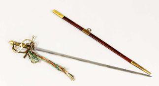 Degen, 20. Jh., zweischneidige Klinge (stumpf). Lederscheide mit Messingmanschetten, Griff