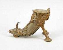 Schreibtischaufsatz/Vase/Stiftehalter, 19. Jh., Horn und teilvergoldete Metallmontierung.