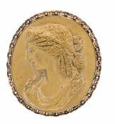 Lawa-Gemme Silber vergoldet, mit einer feingeschnitzten ovalen Lawa-Gemme 49 x 43 mm,
