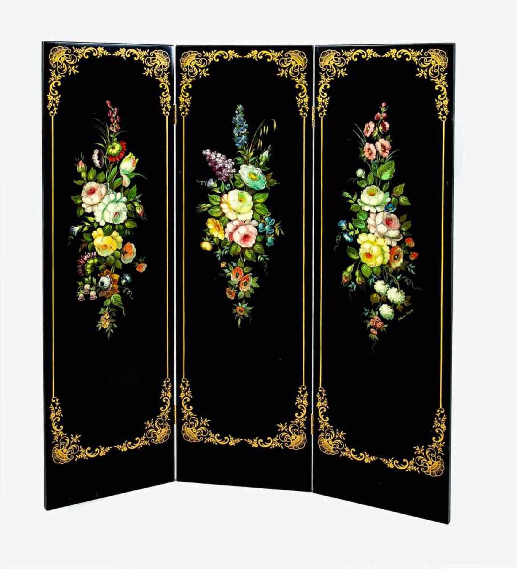 Paravent, 20. Jh., Holzpaneele mit schwarzem Lacküberzug und Blumen-Weichmalerei.