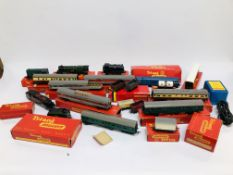 A LARGE COLLECTION OF TRIANG '00' GAUGE