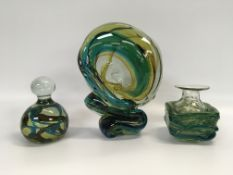 FOUR PIECES OF ART GLASS TO INCLUDE HELI
