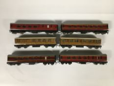 SIX HORNBY CARRIAGES TO INCLUDE FOUR RED