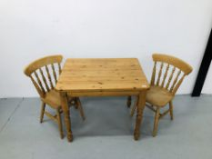 A QUALITY HONEY PINE DINING TABLE (91CM X 70CM) COMPLETE WITH 2 BEECH WOOD DINING CHAIRS