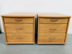 A PAIR OF MODERN CHERRY WOOD EFFECT FINISH THREE DRAWER BEDSIDE CHESTS (ONE DRAWER REQUIRES