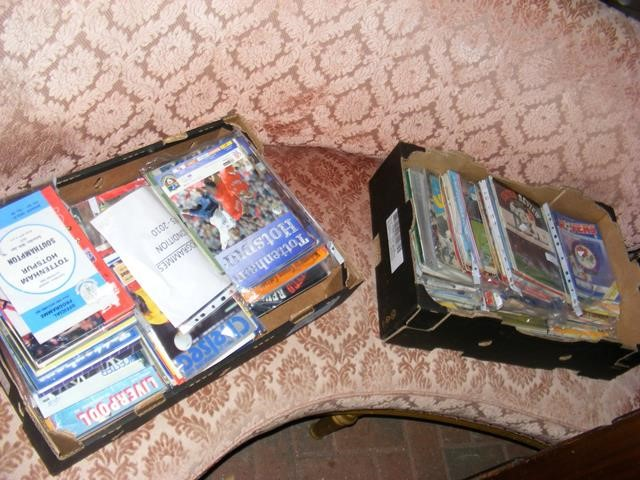 Lot 11 - A collection of approx. 300 football programmes -