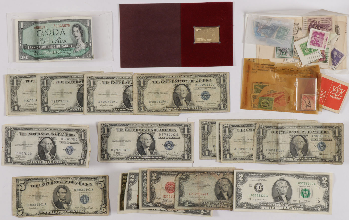 A GROUP OF U.S. PAPER MONEY
