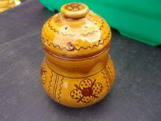 Barefoot Somerset Pottery - delightful 'Garlic' jar