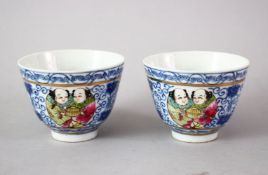 A GOOD PAIR OF CHINESE QIANLONG STYLE BLUE & WHITE AND FAMILLE ROSE PORCELAIN CUPS, the cups