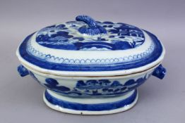 A GOOD 18TH CENTURY CHINESE BLUE & WHITE PORCELAIN TUREEN & COVER, decorated with views of