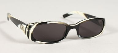 A PAIR OF GUCCI CLASSIC 90'S SUNGLASSES. Serial no. GG2452/s 5my.