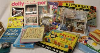 Selection of vintage and later toys including Betta Bilda set 3 (boxed), Game Boy, dolly designer,