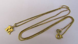 9ct gold 'M' pendant and chain total weight 2.4 g (chain length 45 cm)