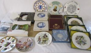 Quantity of collectors plates inc Royal Worcester, Wedgwood and Spode