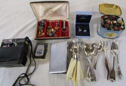Jewellery box with assorted cufflinks, boxed pair of Wedgwood cufflinks, Kodak instamatic 300