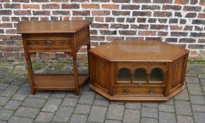 Oak TV stand L 100 cm H 49 cm D 49 cm and a side table L 79 cm H 73 cm D 37 cm