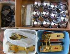 Various door knobs & castors
