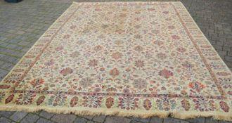 Large ivory ground carpet 404cm by 300cm