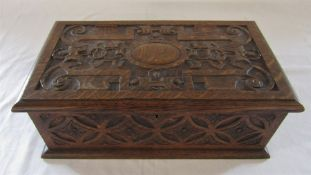 Carved wooden oak box L 35 cm D 20 cm H 13 cm