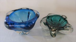 2 1960s coloured glass bowls H 13.5 cm and 8 cm