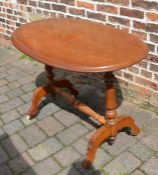 Victorian oval occasional table L 108 cm D 62 cm